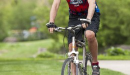 Cyclist racks up miles after double knee replacement