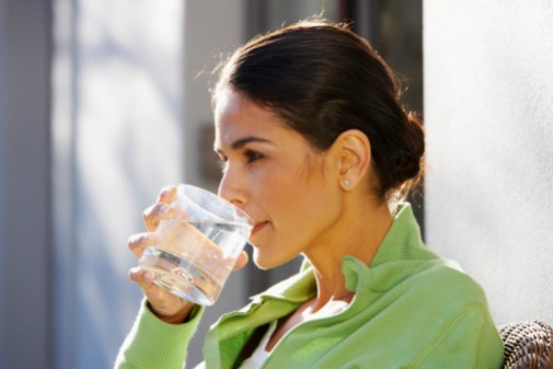 3 liters of water daily: Look 10 years younger?