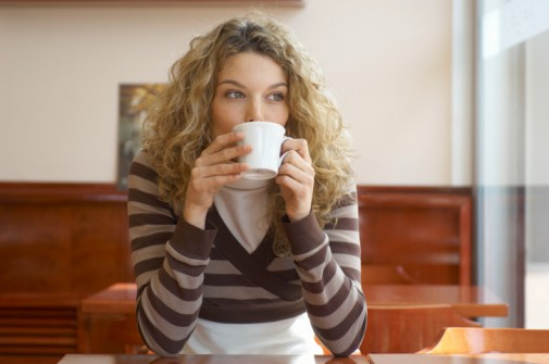 Can drinking coffee affect hearing in women?