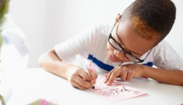 Are older siblings destined to wear glasses?