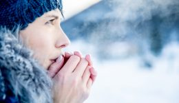 What to do if the weather turns your fingers white and numb