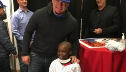 Chicago Cub gives pediatric patient the shirt off his back