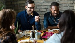 9 tips for eating healthy while dining out